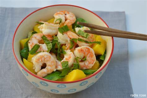 cuisiner les crevettes salade mangue avocat crevette radis