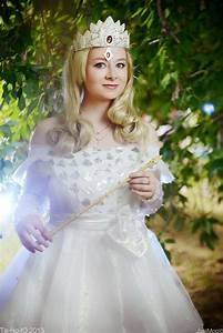 OZ The Great and Powerful cosplay: Glinda The Good by ...