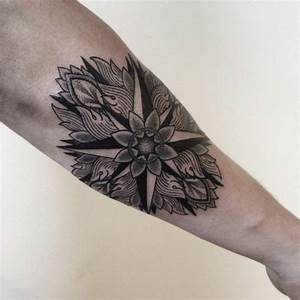 Männer Tattoo Unterarm : unterarm tattoo m nner bilder blumen motive vier richtungen hautkunst ~ Frokenaadalensverden.com Haus und Dekorationen