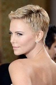 Coupe Cheveux Gris Femme 60 Ans : coupe courte femme 60 ans cheveux gris coiffures modernes ~ Voncanada.com Idées de Décoration