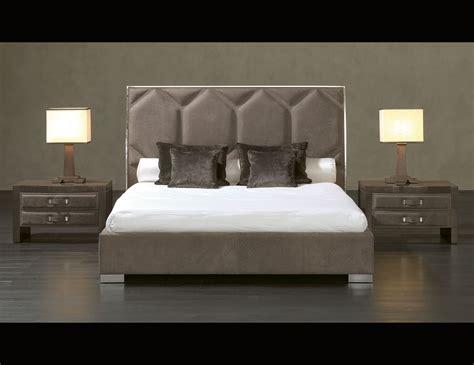 Nella Vetrina Rugiano Souffle 2040 Upholstered Bed