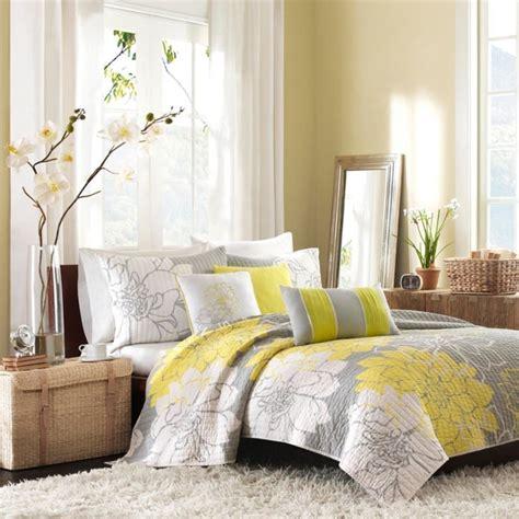 chambre jaune et gris la chambre grise 40 idées pour la déco archzine fr