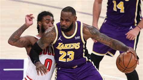 Видео lebron james posts 25 points, 12 assists & 12 rebounds vs. NBA LeBron James y el tiro en retirada en Los Angeles ...