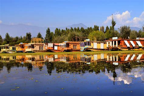 choosing   srinagar houseboat