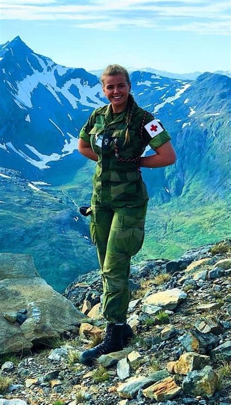 N 🇳🇴 💯 | Female soldier, Military women, Military girl