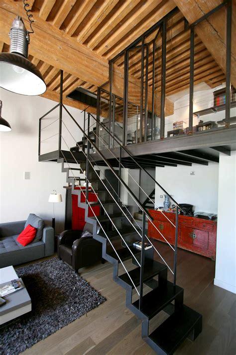 cuisine et salon ouvert rénovation appartement croix rousse lyon mezzanine acier