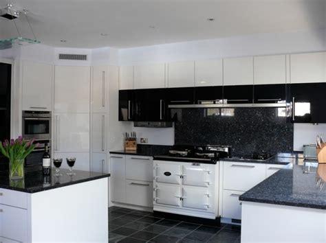 plan de travail carrel cuisine cuisine blanche avec plan de travail noir 73 idées de