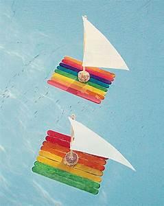Basteln Sommer Kinder : kunterbunte flosse aus eisstielen mit segel garten pinterest eisstiele segel und wasserspiele ~ Markanthonyermac.com Haus und Dekorationen