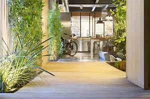 Petit jardin d39interieur moderne ouvert et ferme en 49 images for Salle de bain design avec coq décoration de jardin
