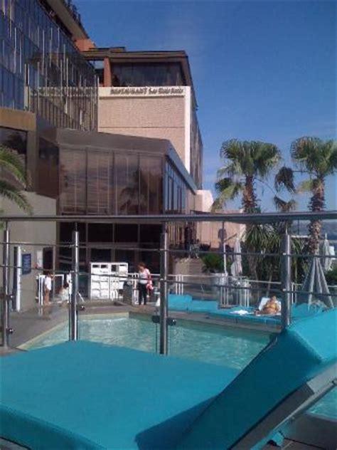 novotel vieux port marseille piscine