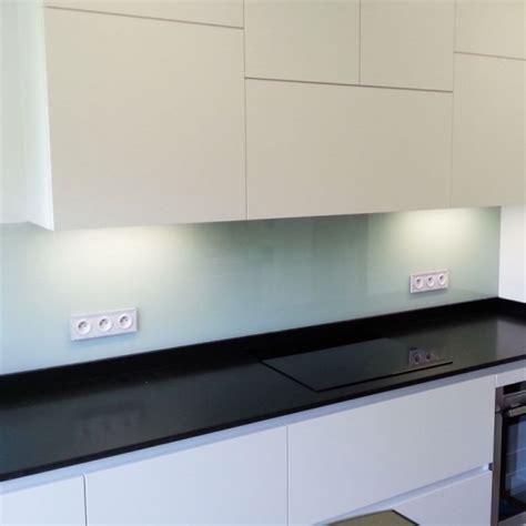 crédences de cuisine en verre laqué sur mesures credence de cuisine en verre laque blanc perle