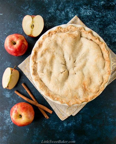 Here is an apple pie recipe that is both easy and sure to please. Easy Homemade Apple Pie {from scratch recipe} - Little Sweet Baker