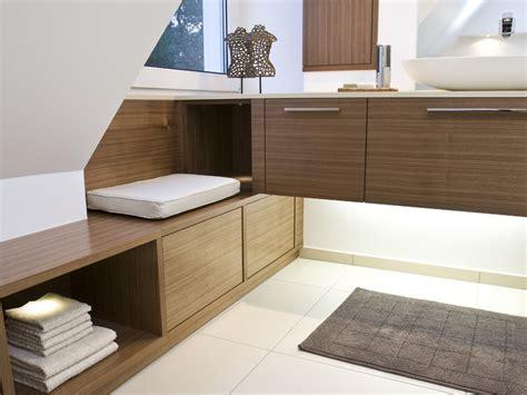 Kleines Bad Dunkle Möbel by 7 Tipps F 252 R Das Badezimmer Unterm Dach Bauen De