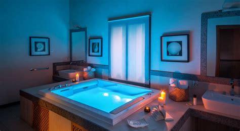hotel con vasca idromassaggio in lazio con idromassaggio 2 posti e camino a legna per week