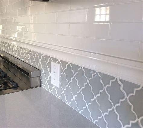 backsplash    kitchen subway tiles  arabesque