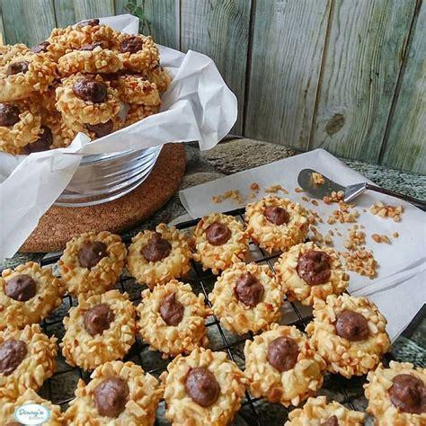 Resep thumbprint cookies dengan selai strawberry. Resep Crunchy Peanut Thumbprint Cookies Renyah