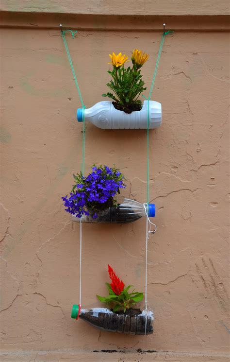 vasi con bottiglie plastica bottiglie di plastica come vasi riciclo verde e design