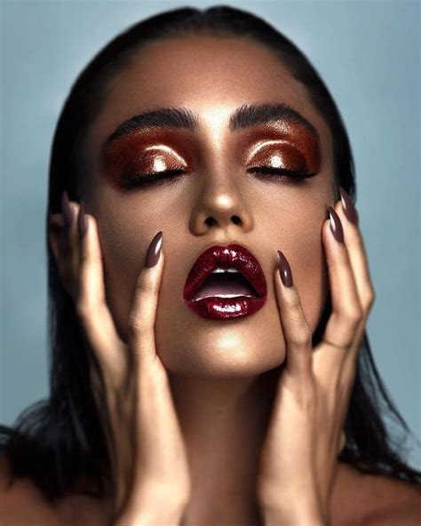 maquillage glossy pour  regard lumineux  accrocheur