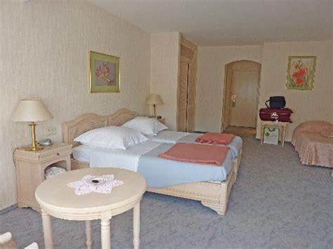 chambre 3 personnes chambre 3 personnes vue jardin photo de hotel meyer