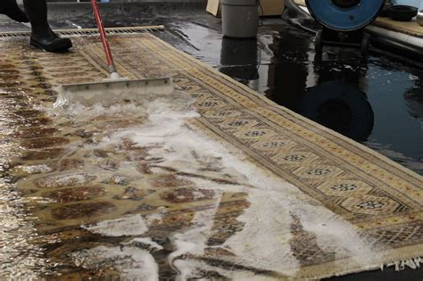 how do i clean my area rug 100 clean an area rug how should i clean and maintain my