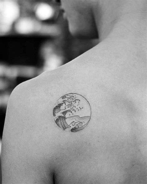 50 einfache Welle Tattoo Designs für Männer - Wasser Tinte