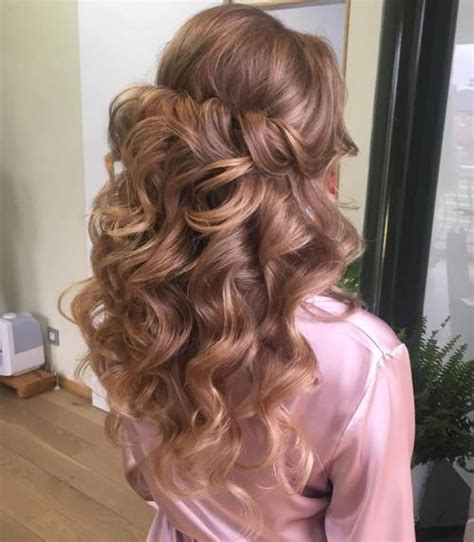 Wavy Half Updo Hairstyles by 50 Half Up Half Hairstyles For Everyday And Looks