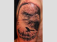 Tatouage Épaule Réaliste Aigle par Tattoo Frequency