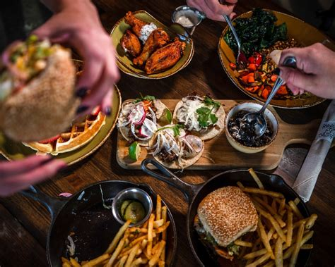 restaurants offer   discounted meals  federal