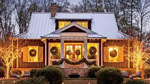 This, Cottage, Is, 2000, Square, Feet, Of, Holiday, Cheer