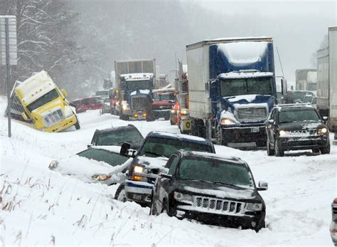 winter storm pounding midwest blamed     deaths