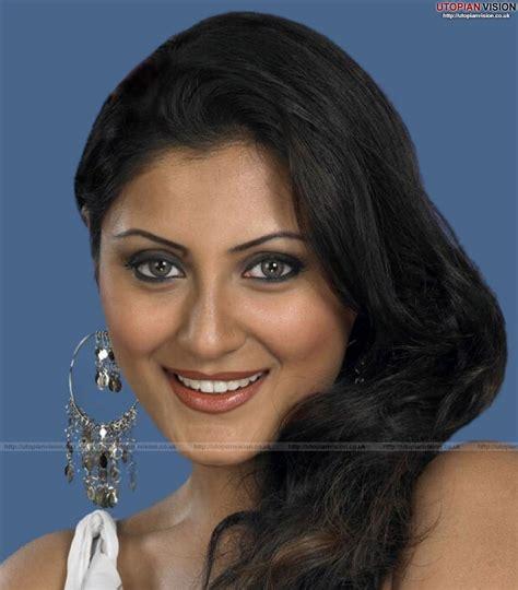 bollywood actress hot wallpapers photos: Rimi Sen hot ...