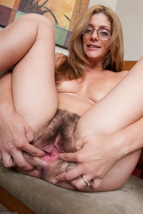M11 In Gallery Mature Alicias Hairy Pussy Juicy
