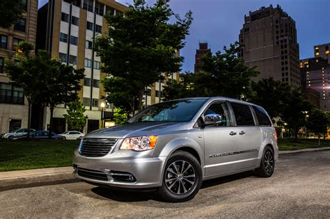 2014 Chrysler Town & Country Reviews And Rating  Motor Trend