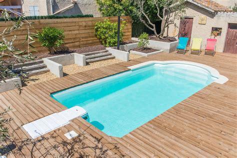 piscine bois avec escalier integre r 233 alisation piscine coque polyester avec bloc filtrant et escaliers romans 224 istres mod 232 le axeo