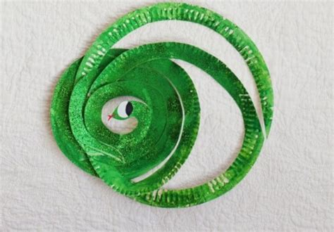adorable diy  tiger   snake  paper plates