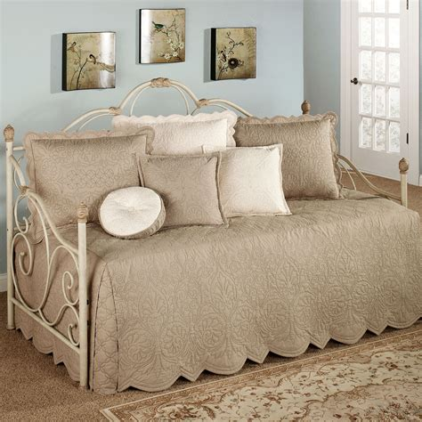 daybeds for adorable bedding for daybeds homesfeed