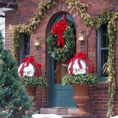 Fensterdeko Weihnachten Aussen by 24 Cheap And Simple Front Porch Decorating Ideas