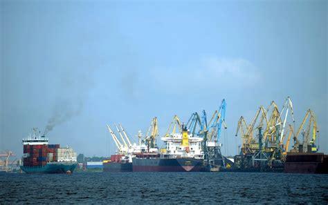 Latvijas ostās pērn piedzīvota izaugsme. Kādas kravas ...