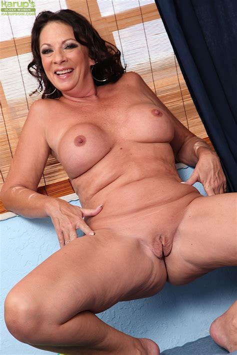 Naughty Mature Woman Margo Sullivan Masturbating Older