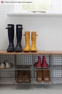 Banc Rangement Chaussures Entrée : un banc de rangement chaussures dans l entr e de la maison ~ Teatrodelosmanantiales.com Idées de Décoration