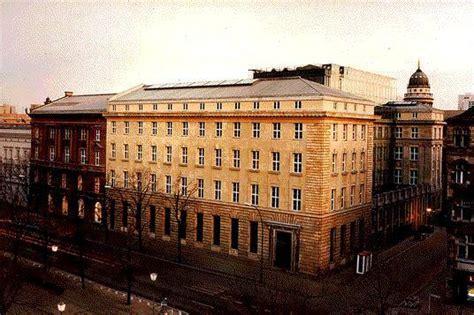 Umbau Wohnriegel Bloque Xii In Palma by Die Deutsche Bank Er 246 Ffnet Umbau Unter Den Linden In