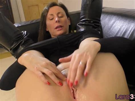 British Milf Shows Off Her Huge Tits Free Porn Videos