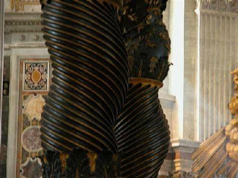 baldacchino di san pietro di bernini particolare della colonna picture of baldacchino di san