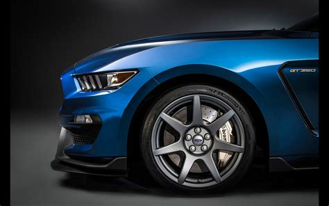 Ford Mustang Shelby Gt350r Licne Sur Ses Grands Chevaux