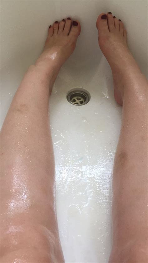 bath tub woman oil coconut trapped stuck asks gets internet help