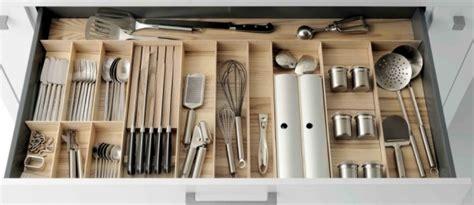 rangement couverts tiroir cuisine rangement tiroir cuisine les larges tiroirs sont un rgal