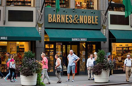 barnes noble new york for barnes and noble it s 1994 all again ctech