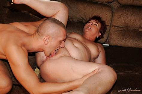 Fatty Mature Woman Gets Her Twat Fingered And Drilled