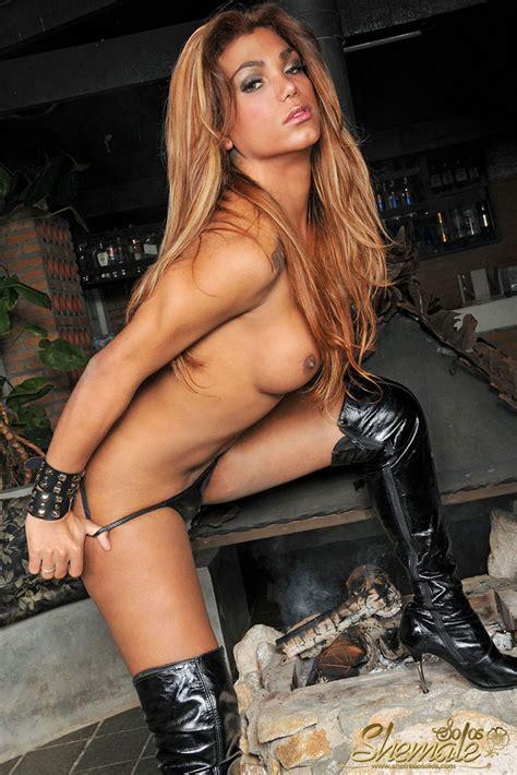 Sexy Brazilian Shemale Hottie Mariana Fenix Photo 7