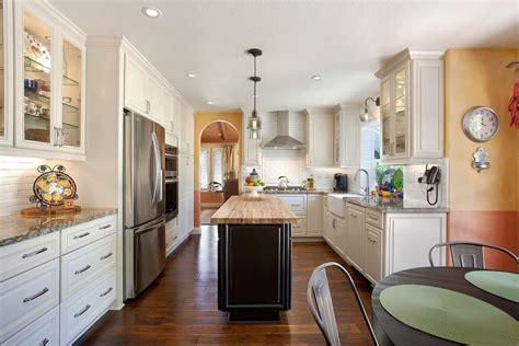 image deco cuisine cuisine idee deco cuisine ouverte sur salon avec clair